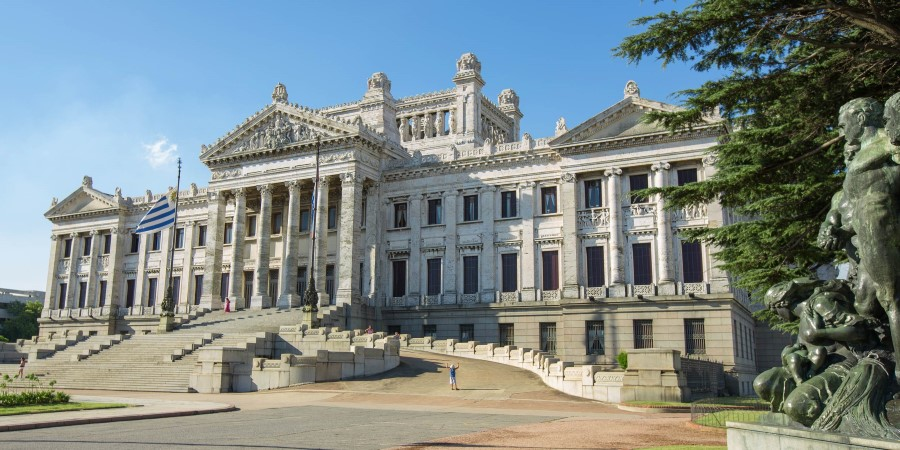 2500x1250_┬®lvalin_Shutterstock_Montevideo-highlight-tour.jpg